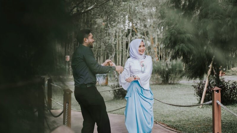 muslim couple on a date in the park